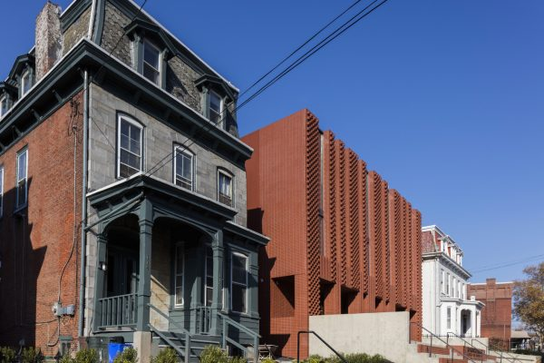 stanley-saitowitz-natoma-architects-inc-center-for-jewish-life-exterior-01